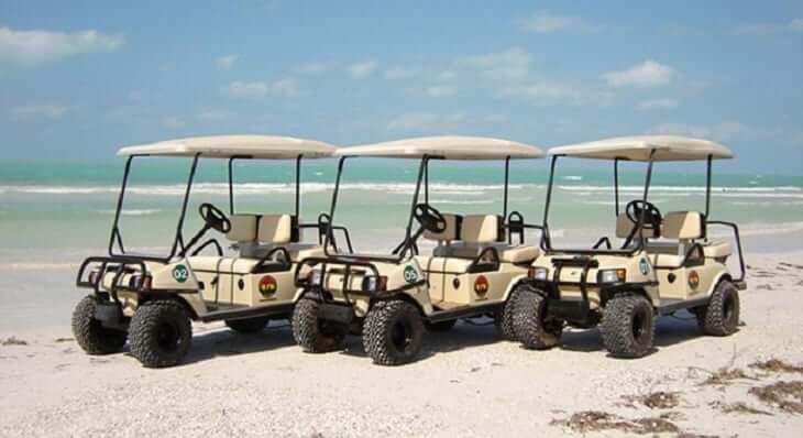 Carrito de golf en Isla Mujeres en Cancún