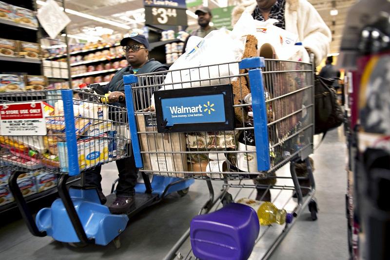 Compras en el Walmart en la ciudad de Cancún
